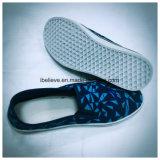 Конструкция ботинок тапочки людей ленивая с по-разному печатание