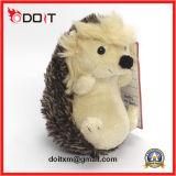 Un jouet en peluche farcies hérisson hérisson en peluche animal en peluche