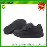 新しい子供の白黒スポーツの学校の靴