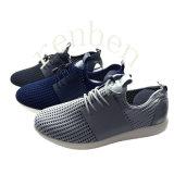 新しく熱い普及した人のスニーカーの靴