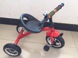 Baby-Dreirad mit silbernem Rad