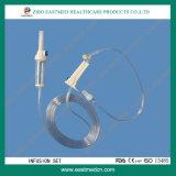 Conjunto de infusão descartável com regulador de fluxo