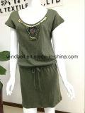 Bequemes Kleid der Frauen mit Sequins und Raupen