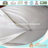 Подушка j белых беременных женщин форменный