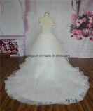 Ver o vestido de casamento completamente perlado da princesa Inchado-se do laço