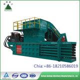 Centro de Reciclagem Horizontal hidráulico da prensa de enfardamento Máquina com funil e o Transportador