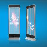 Transparente LED, die Bildschirm bekanntmachend steht