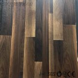 Bequeme hölzerne Muster-Schalen-und Selbststock-Vinylbodenbelag-Fliese