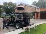 道SUVのキャンプの屋根の上のテントを離れた4X4アクセサリ4WD