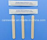 Spatola di legno a gettare medica della linguetta