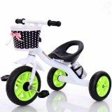 Um triciclo mais barato do bebê, bicicleta do bebê caçoa o triciclo com cesta