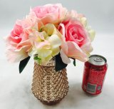 人工花の高いびんの装飾