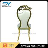椅子を食事するフランス風の贅沢な結婚式のステンレス鋼