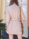 女性折りえりのジャケットの休閑中の短いジャケット