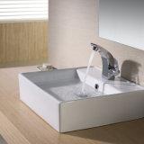 Lavabo de cerámica del lavabo del cuarto de baño del hotel para arriba contador Sn109-019