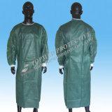 Grüne medizinische Wegwerflokalisierungs-Kleid-und Chirurgie-Kleidung