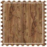 El abedul laminado de la superficie del suelo de mosaico de madera flotante de Carb Standard
