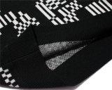 Il manicotto lungo nero di inverno ha modellato i maglioni lavorati a maglia degli uomini