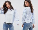 Las señoras sueltan la blusa con Placket después de blusa abierta