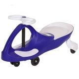 O carro novo do balanço do bebê do projeto do modelo novo caçoa o carro do plasma