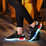 Luz intermitente superior alta noite consecutiva de mídias físicas homens LED Moda calçados de couro