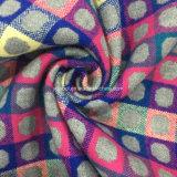 Цветы ткани проверки жаккарда и шерстей МНОГОТОЧИЯ готовой