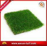庭の美化のための最高レベルの最も安く柔らかい人工的な草