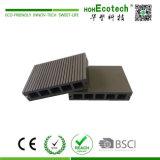 Прессованный пластичный составной пол Decking WPC в Китае