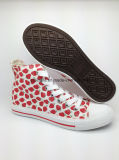 美しいいちごパターン女性のための偶然のズック靴を中間切りなさい