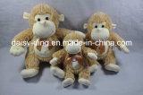 Longues pattes de peluche reposant le singe avec du matériau mou
