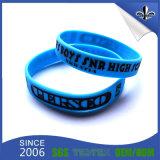 Libérer le bracelet bon marché coloré de silicones de modèle