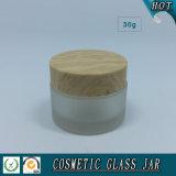 木のプラスチック帽子が付いている30ml曇らされたガラスのクリームの瓶