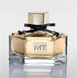 普及した女性のブランドの香水