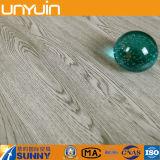 Carrelage de vinyle des graines de PVC en bois d'intérieur de luxe de peau et de bâton