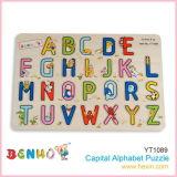 Hölzernes Alphabet-Puzzlespiel