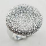 Micropave ha simulato l'anello bianco dell'argento sterlina dello zaffiro 925 del diamante
