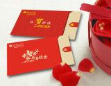 El paquete más nuevo del rojo del sobre del diseño