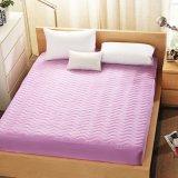 La microfibra o algodón Quilting cubierta de cama suave y lisa