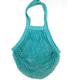 L'action colore le sac net de fruit de maille de coton avec l'étiquette faite sur commande