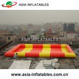 水球のための巨大で膨脹可能なプール