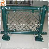 鉄条網の網の塀またはチェーン・リンクの塀