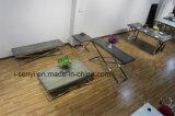 La base del acero inoxidable de la sala de estar imitó el soporte de madera de la tapa TV