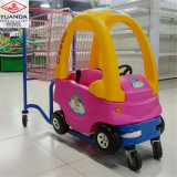 Les gosses de centre commercial ont le caddie d'enfants de chariot à amusement