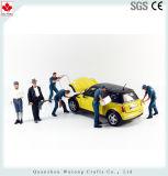 カスタマイズされた樹脂は車の維持の労働者の置物のマスコットを制作する