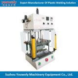 Operação do filtro de água segundo pela máquina ultra-sônica do soldador