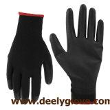 La palma negra de la PU cubrió en guantes negros del trabajo de la seguridad del trazador de líneas