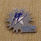 판매를 위한 높이 Polished 단단한 사기질 금속 Sochi 접어젖힌 옷깃 Pin