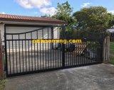 黒色火薬の上塗を施してあるアルミニウムアーチのゲート