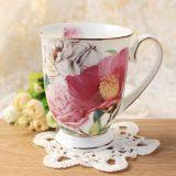 花デザイン罰金の骨灰磁器コーヒーカップの古典的なヨーロッパの磁器のコップをつなぐ