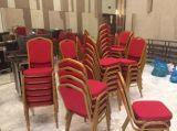 Banquete amontonable barato del hotel de la iglesia que cena la silla para la boda